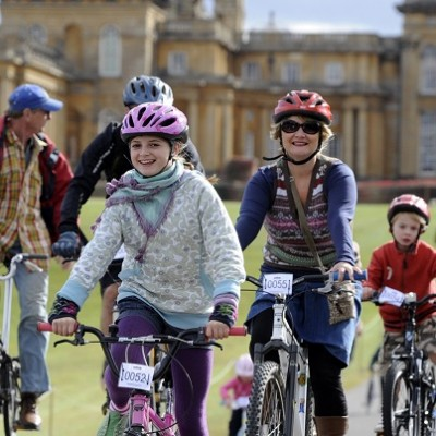Family cycle day blenheim palace
